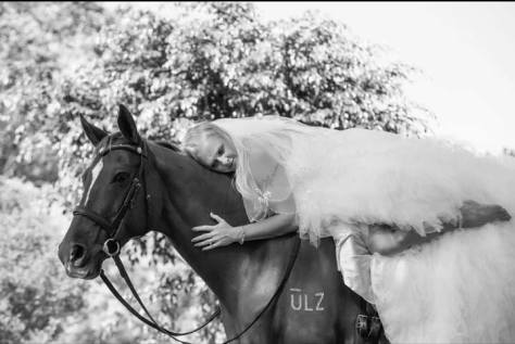 A romantic and memorable wedding photograph with an HPRA horse. Photo © Jodie Andrews Photography.